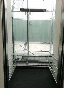 ルネ青山エレベーター