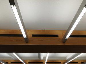 木材会館室内写真天井・空調吹き出し口